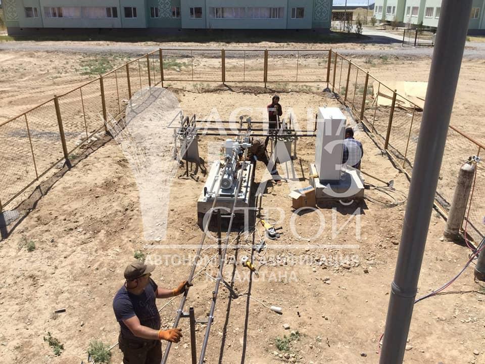 Монтаж трубопровода от самовсасывающей установки к испарительной установке СУГ